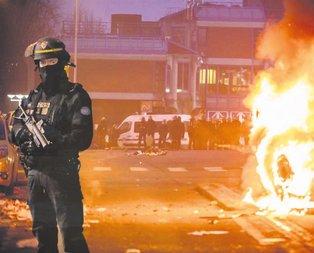 Paris yandı!