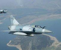 Yunan Hava Kuvvetleri'ne ait savaş uçağı düştü