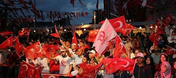 Türkiye Demokrasi Nöbetinde meydanları doldurdu
