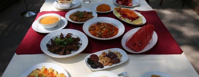 İftarda çorbadan sonra 15-20 dakika yemeye ara verin çünkü…