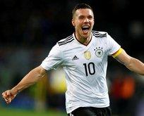 Podolski, milli formaya golle veda etti