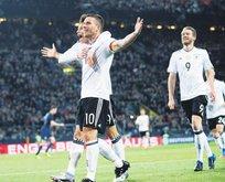 Lukas Podolski veda gecesinde
