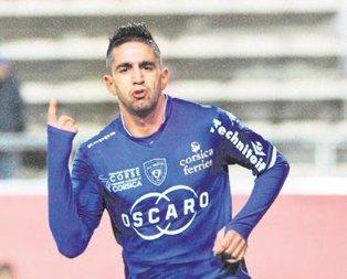 10 numaraya Ryad Boudebouz