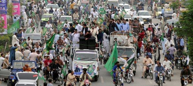 Pakistanda Navaz Şerife destek gösterisi düzenledi