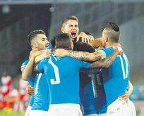 Napoli Benfica'yı 4 golle devirdi