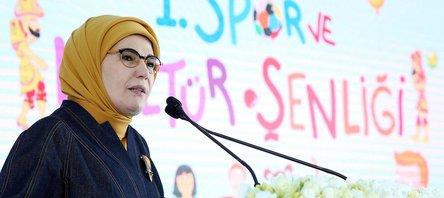 Emine Erdoğan'dan dünyaya mesaj: Bu şenlik tarihe geçer