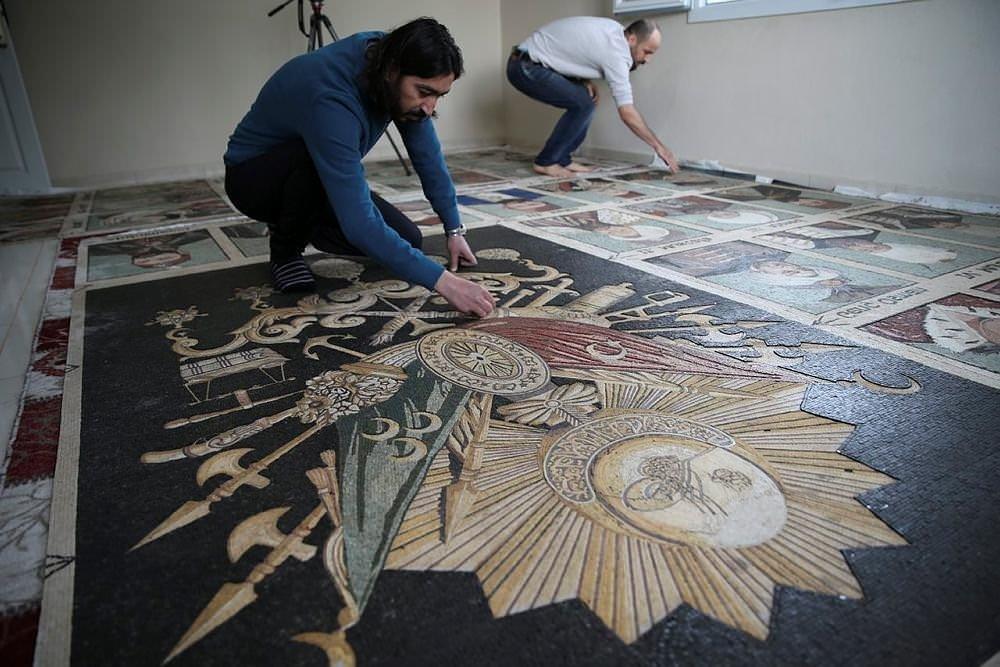 Osmanlı padişahlarını sanatına işledi