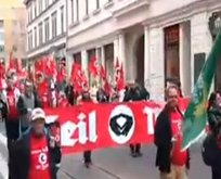 Merkele Nazi protestosu