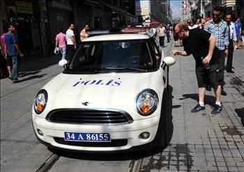 Ülkelerin kullandığı polis arabaları