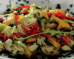 Üç Renkli Biber Salatası Tarifi
