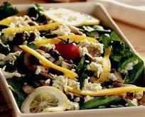 Körpe Ispanak Salatası Tarifi