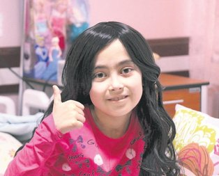 Lösemili Zehra'nın peruk sevinci