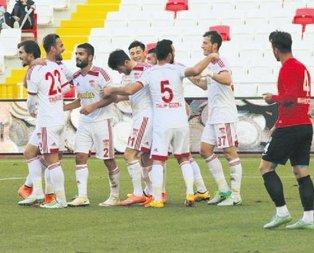 Bugsaş'ı 3 golle geçen Sivas gruba kaldı