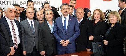 CHP'den istifa eden 40 kişi AK Parti'ye üye oldu