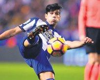 Deportivolu Juanfran Moreno Fenerbahçe'ye