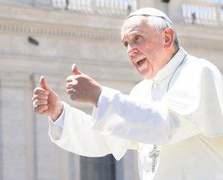 Papa bize destek oluyor