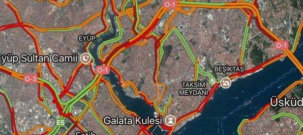 İstanbulda yağmur yağdı, trafik kitlendi