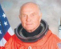 O astronot öldü