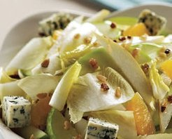 Cevizli Beyaz Hindiba Salatası Tarifi