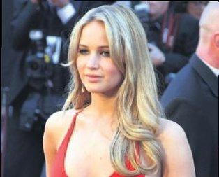 Jennifer nişanlandı