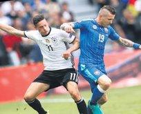 Slovak kucka için Milano seferi