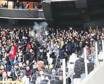 Siyah-beyazlı taraftarlar Arena'da şov yaptı