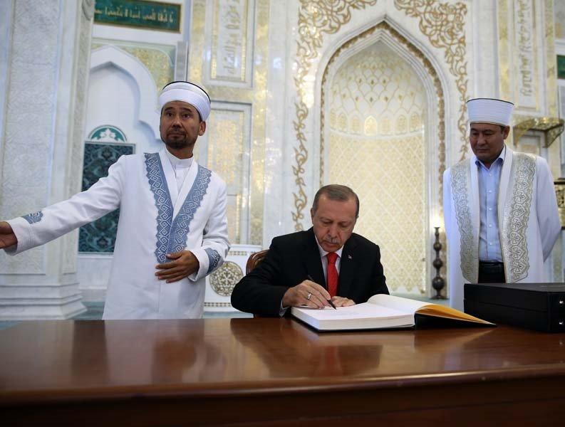 Erdoğan'dan Kazakistan'da ulu cami ziyareti