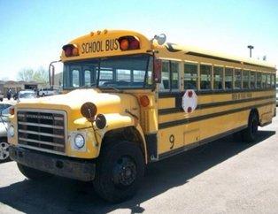 Yokluktan otobüsü eve çevirdi