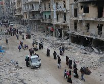 Katil Esed Halepten kaçan sivilleri bombaladı!