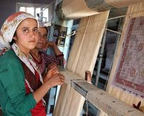 Genç kızların yaptığı kıl halılara Arap ülkelerinden talep yağıyor