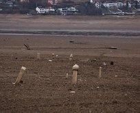 Sular çekilince tarihi mezarlar ortaya çıktı