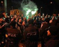 Bursaspor otobüsünde futbolculara saldırı