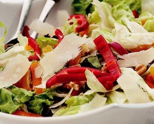 Cevizli Kayısılı Mevsim Salatası Tarifi