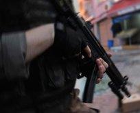 2 terörist saklandıkları banyoda kendilerini patlattı