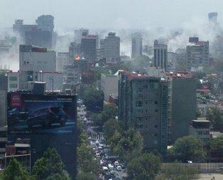 Meksikada 7.4 büyüklüğünde deprem oldu