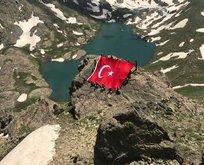 Mehmetçik İkiyaka Dağlarında bayramlaştı