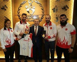 Bakan Osman Bak milli atletleri kabul etti