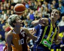 Bayanlar derbisinde kazanan Fenerbahçe oldu!