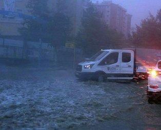 İstanbulda afet! Caddeleri su bastı