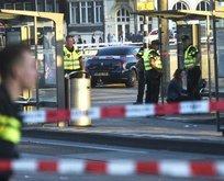 Hollanda'da terör alarmı! Araç yayaları ezdi