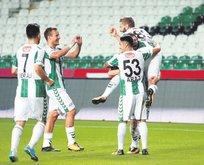 Konyaspor sessiz gecede 3 puanı 3 golle aldı