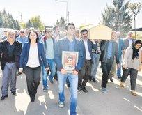 Terörist cenazesine HDP omuz verdi