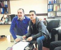 Ahmet Hakan'a profesyonel imza