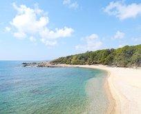 Bu plajın tadını yerli turistler çıkarıyor